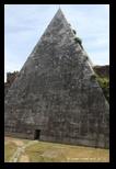 pyramide de caius cestius à rome