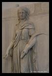 relief du temple d'hadrien à rome