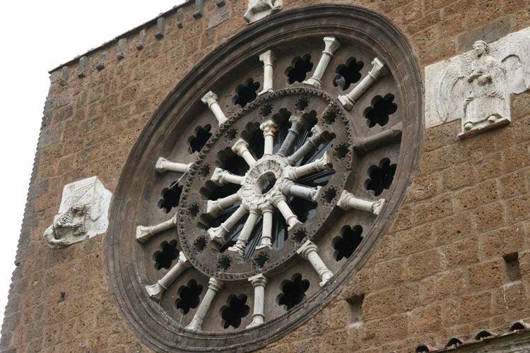 tuscania - rosace basilique santa maria maggiore