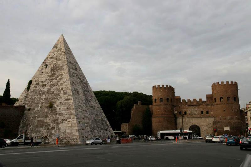 La Pyramide De Caius Cestius